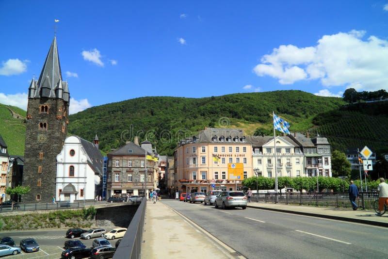 Gammal liten stad Bernkastel Kues i Tyskland arkivfoton