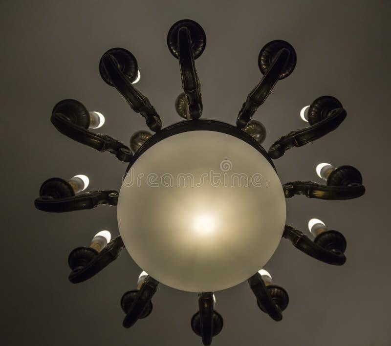 Gammal lysterlampa som göras av trä arkivfoton