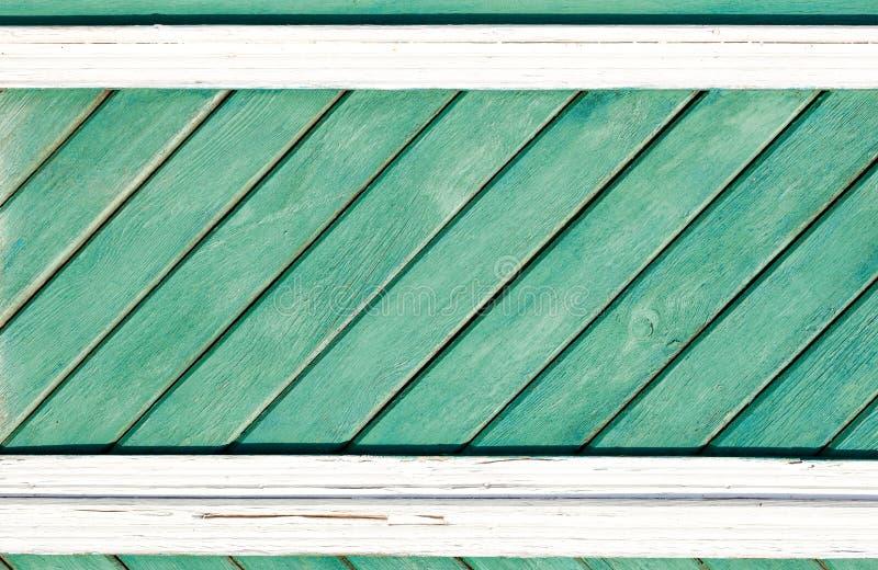 Gammal målad träväggtextur eller bakgrund med kopieringsutrymme plankor diagonalt royaltyfri foto
