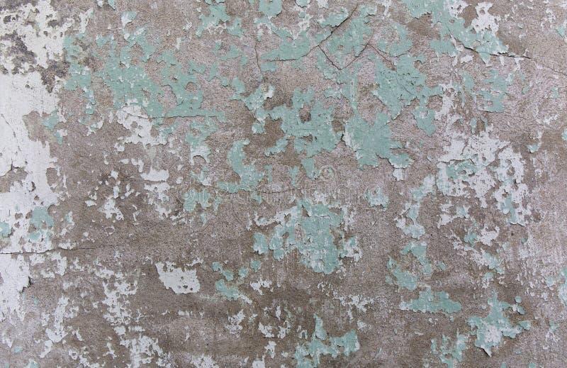 gammal målad vägg Gräsplan- och skadeyttersida Skalning av målarfärgbakgrund Sten demaged bakgrund fotografering för bildbyråer
