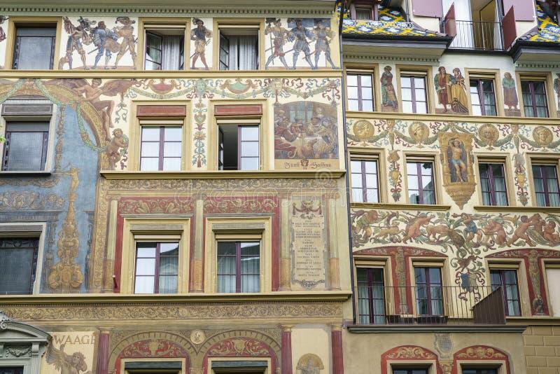 Gammal medeltida byggnad i Lucerne, Schweiz arkivfoto