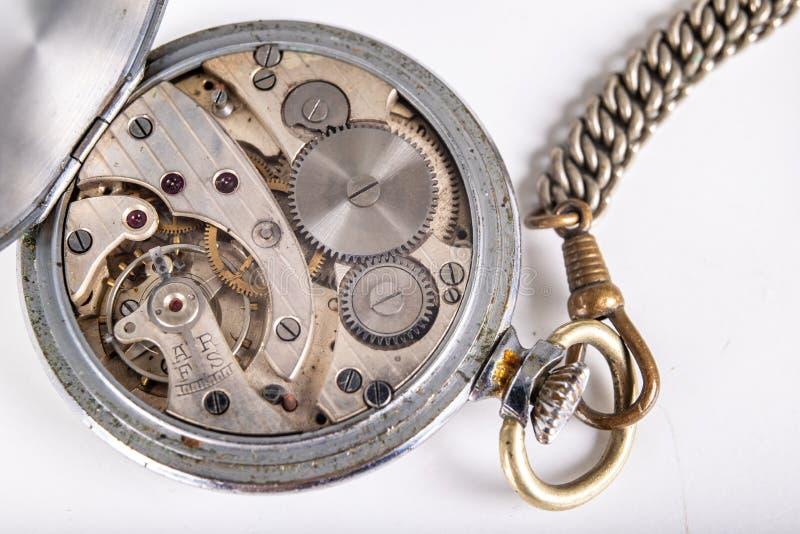 Gammal mekanism av en parallell klocka Funktionslägen och mekanism av precisionmekanismen royaltyfria foton