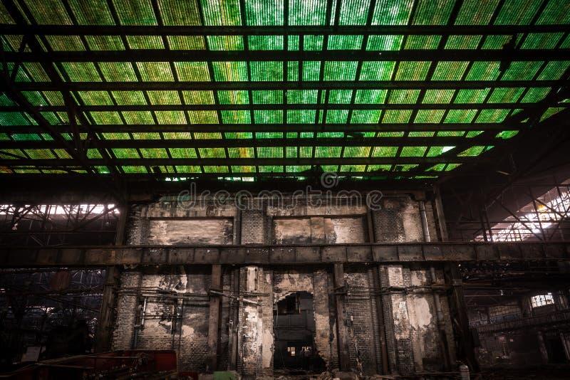 Gammal Metallurgical Firma Som Väntar På En Rivning Arkivfoton