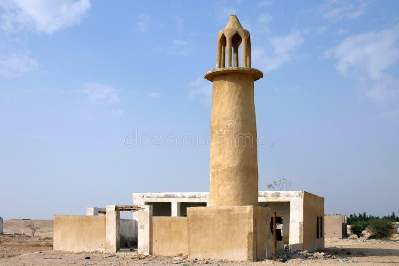 Gammal moské i qatarisk öken arkivfoto