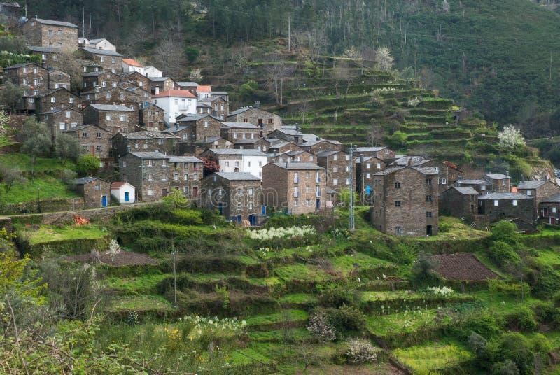 Download Gammal Moutainby I Portugal Arkivfoto - Bild av green, portugal: 27277930