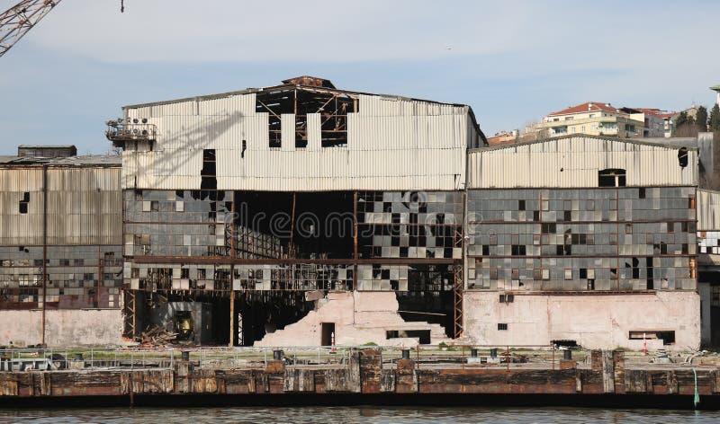 Gammal och övergiven skeppsvarv fotografering för bildbyråer