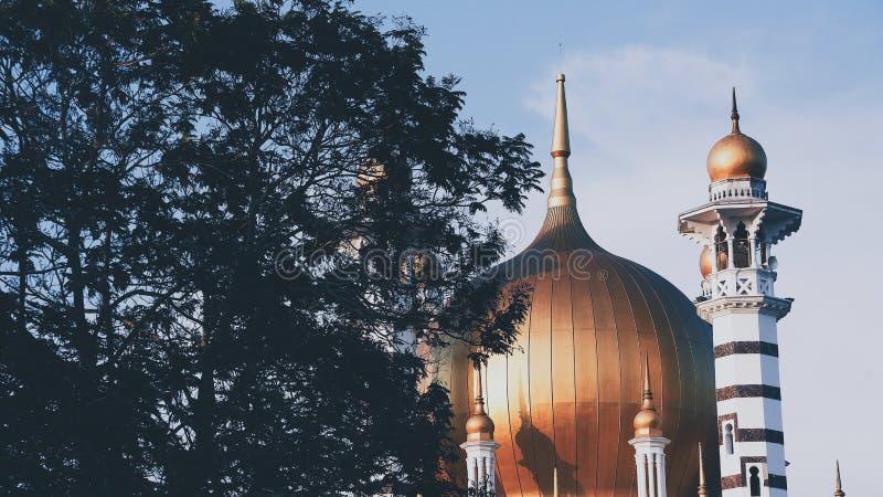 Gammal och för skönhet traditionell moské i Kuala Kangsar royaltyfri fotografi