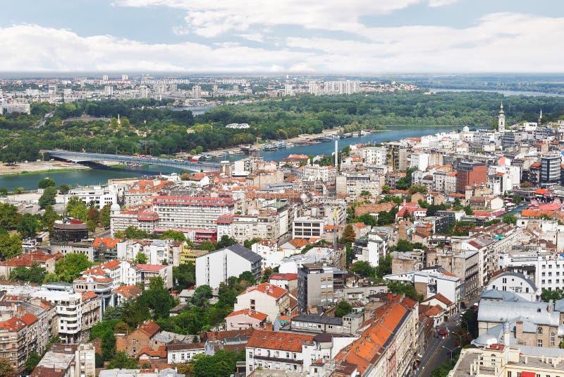 Gammal och ny del för Belgrade horisont, av staden, Sava och Danube River, flyg- sikt royaltyfria foton
