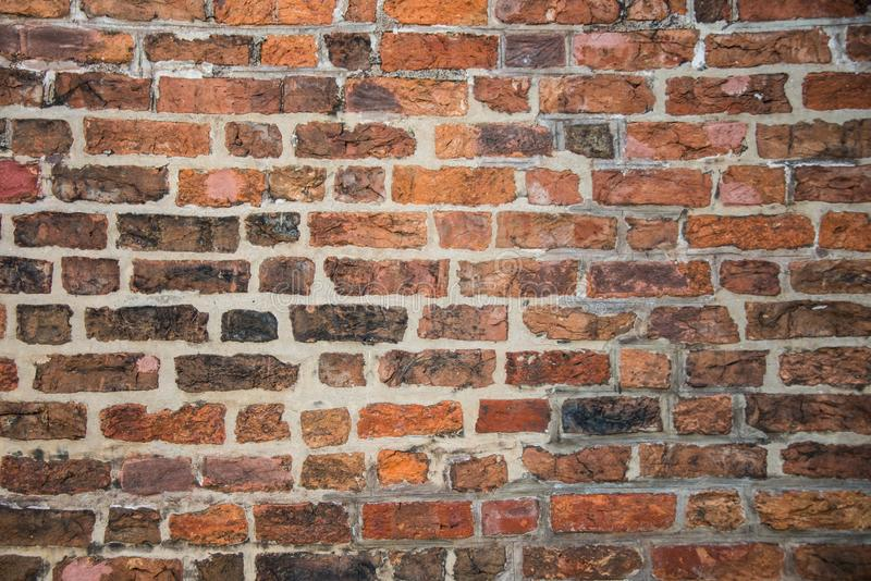 Gammal orange bakgrund för tegelstenvägg royaltyfria foton