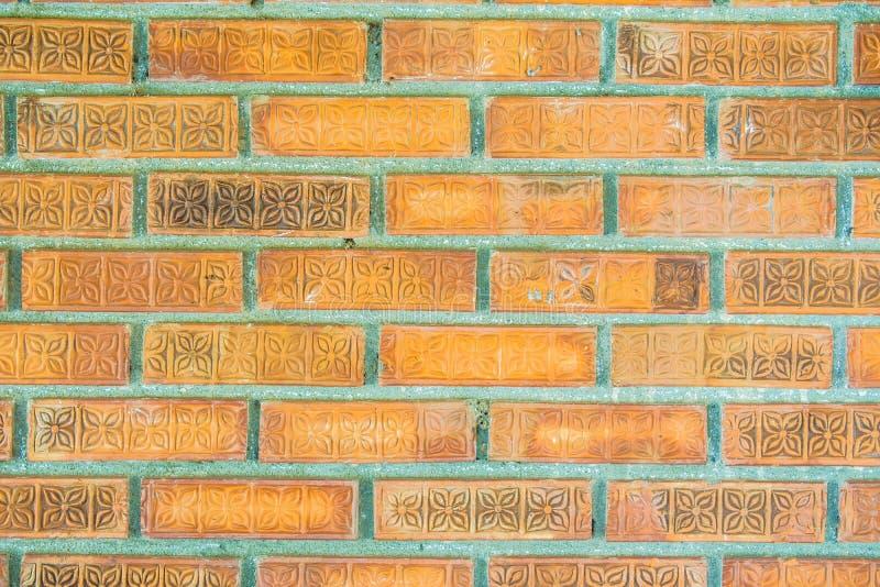 Gammal orange tegelsten för väggar eller väggar royaltyfri bild
