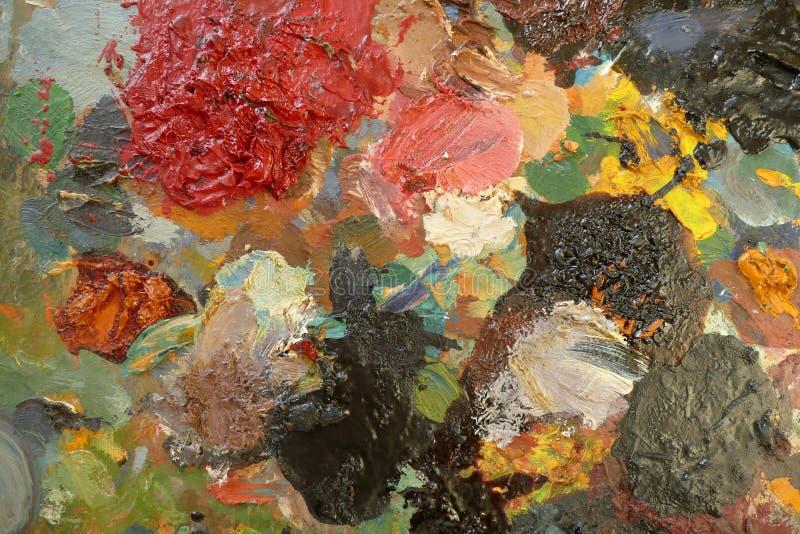 Gammal palett med konstnärliga färger av olika genomdränkta färger Top beskådar royaltyfria bilder
