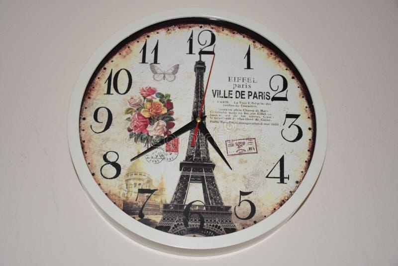 Gammal Paris themed klocka royaltyfri bild