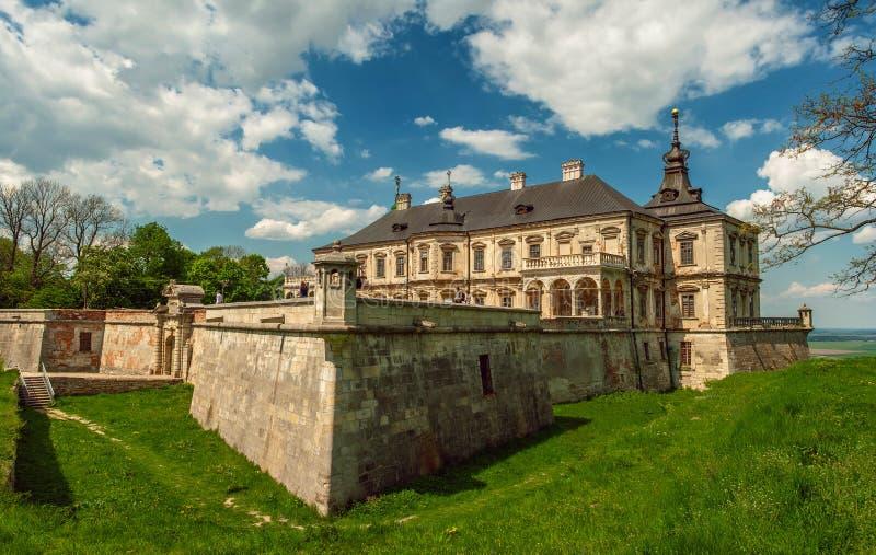 Gammal Pidhirtsi slott, by Podgortsy, Lviv region, Ukraina royaltyfri fotografi