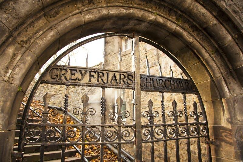 Gammal port för Greyfriars kyrkogård, Edinburg fotografering för bildbyråer
