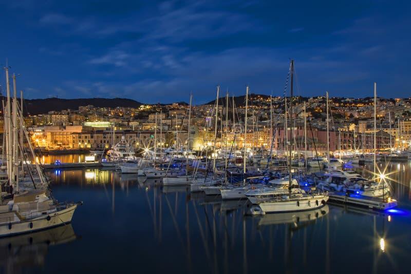 Download Gammal port Genoa Night fotografering för bildbyråer. Bild av historia - 106838389