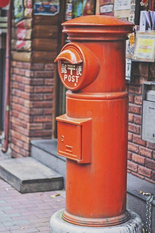 Gammal Postbox i Tokyo arkivfoto