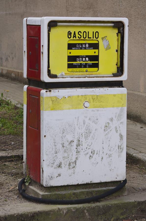 Gammal pump sardinia för gas