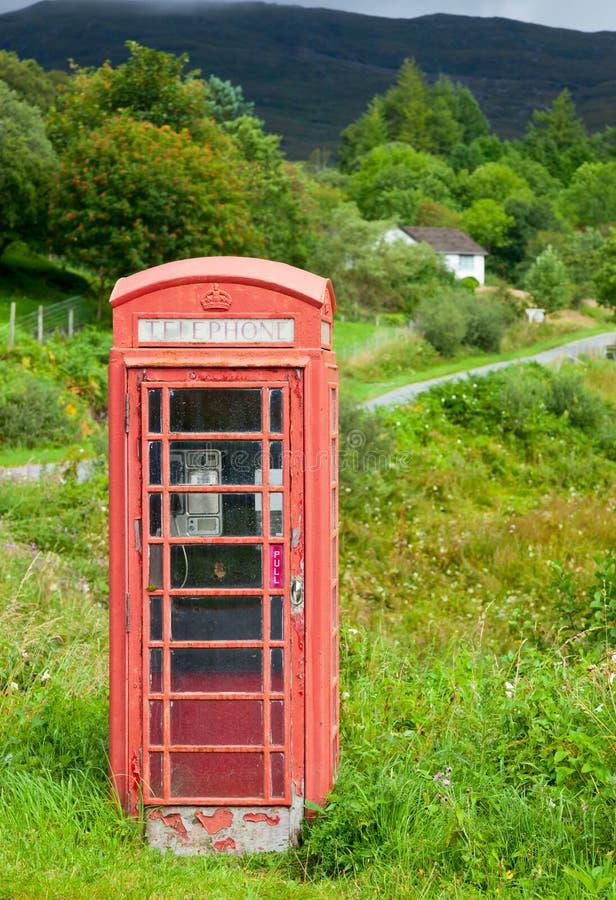 Gammal röd telefonask fotografering för bildbyråer