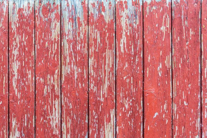 Gammal röd trädörr som bakgrund royaltyfria bilder