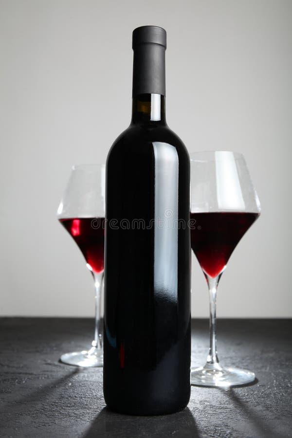 gammal r?tt vin f?r flaska alkoholiserad drink arkivfoton