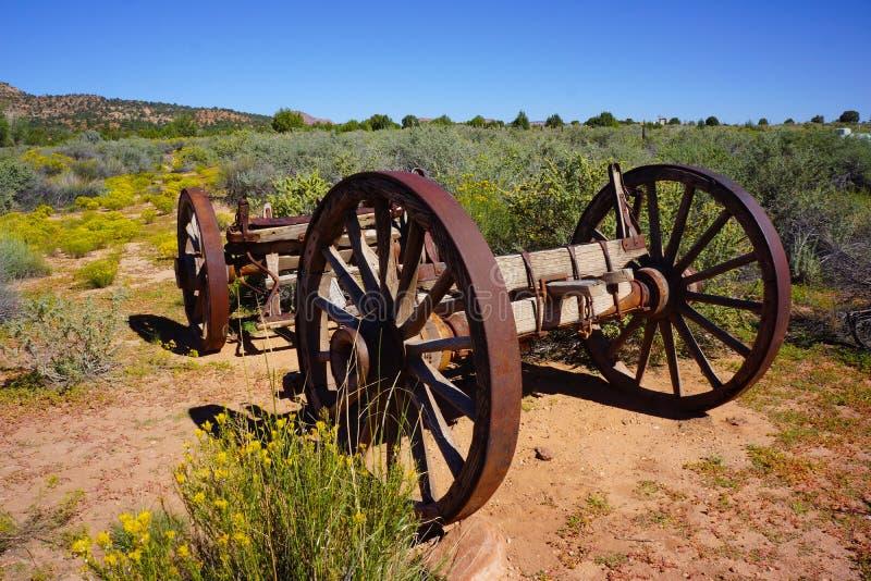 Gammal relik för vagnhjul arkivbilder