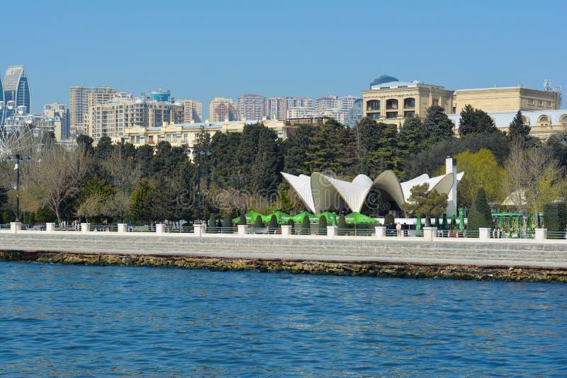 Gammal restaurang Mirvari på den Baku invallningen fotografering för bildbyråer