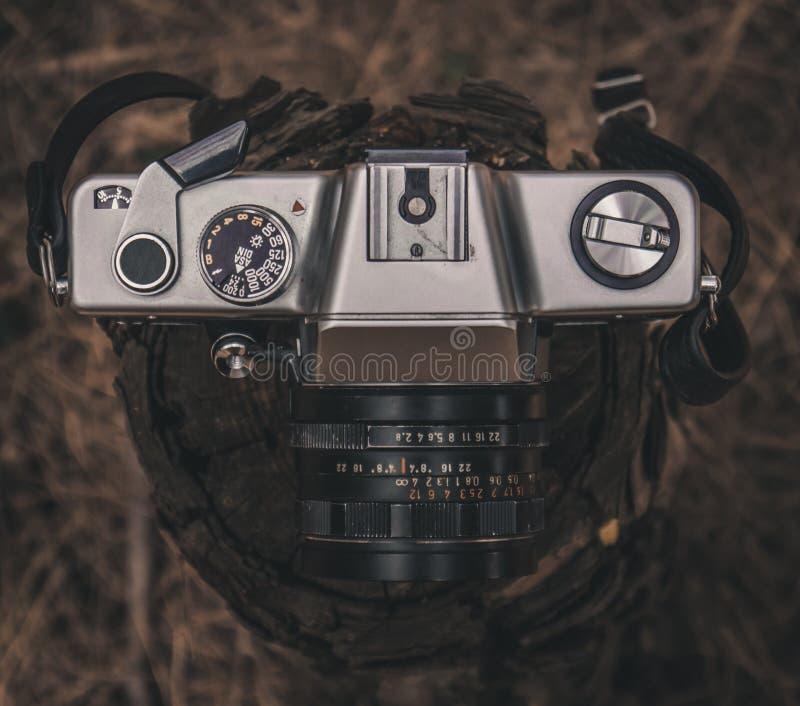 Gammal Retro kamera för 35mm tappningfilm royaltyfria bilder