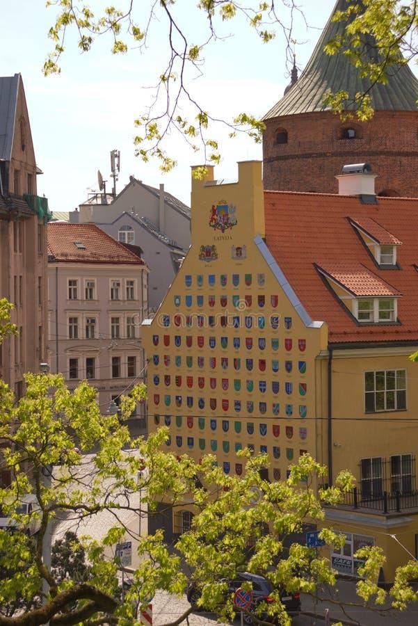 gammal riga gatatown Arkitektur i Riga latvia fotografering för bildbyråer