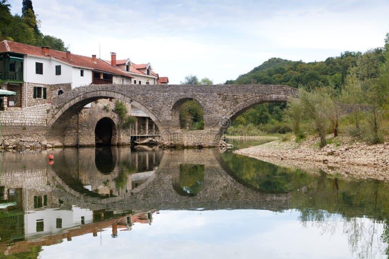 gammal rijeka för bro by arkivbilder