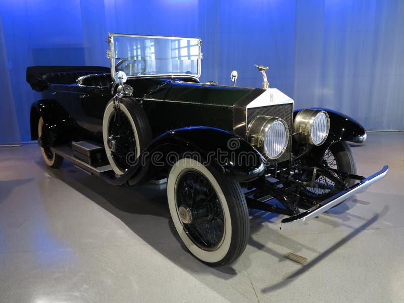 Gammal Rolls Royce bil royaltyfria bilder