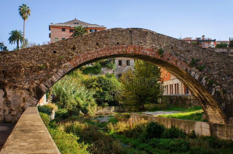 Gammal roman bro i Genoa Nervi arkivfoton