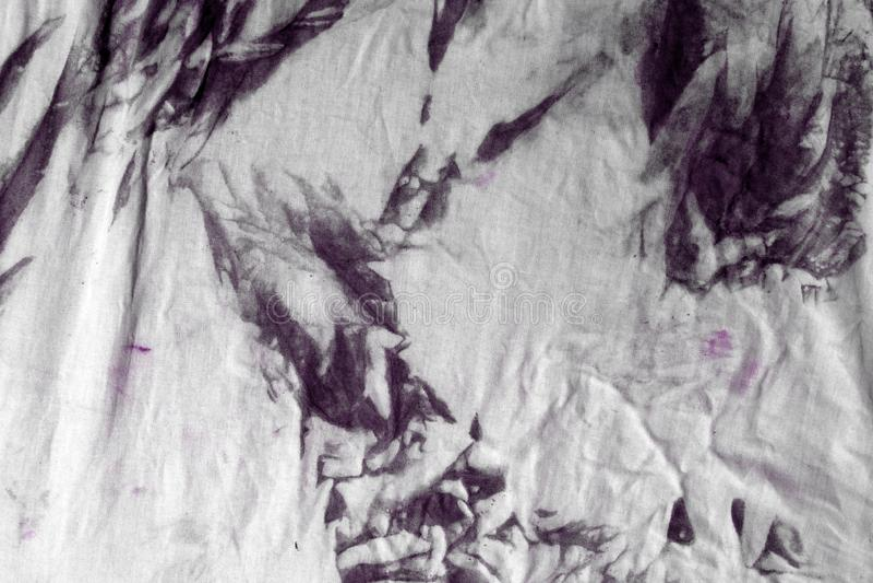 Gammal rosa smutsig nedfläckad torkduketextur - gullig abstrakt fotobakgrund royaltyfri bild