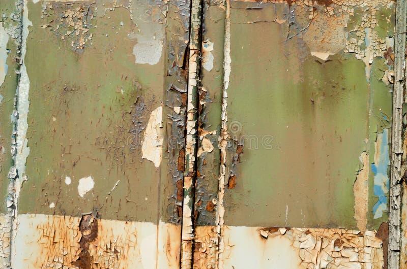 Gammal rostig metall med skrapasprickatextur arkivbilder