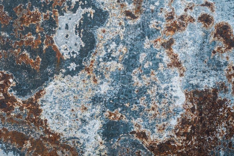 Gammal rostig metalltappningbakgrund fritt avstånd arkivbilder