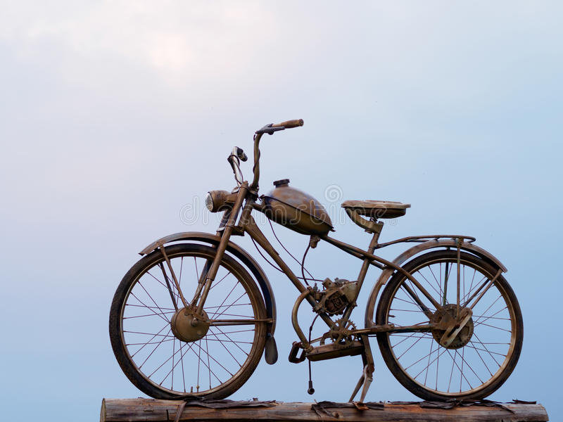 Gammal rostig motocycle fotografering för bildbyråer