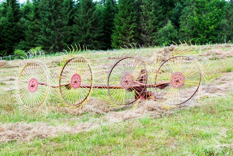 Gammal roterande hösamlare Kontaktdon för traktor arkivbilder