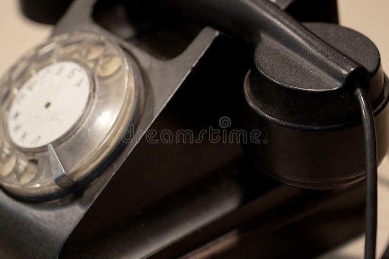 Gammal roterande telefon arkivfoto