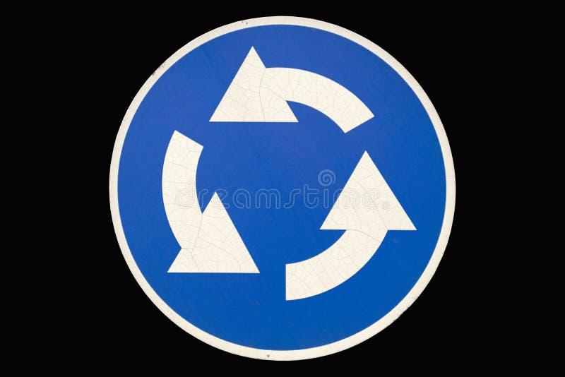 Gammal rund vägmärke`-Roundable ` som isoleras på svart royaltyfri illustrationer