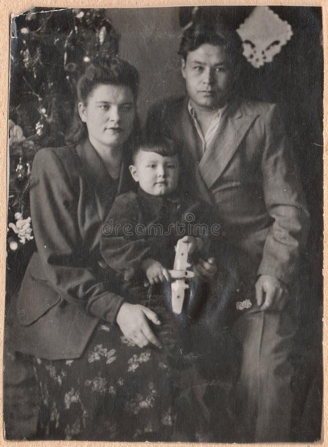 Gammal rysk familj för svartvita fotografier royaltyfria foton