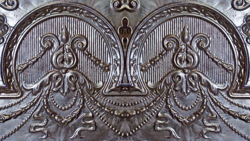 Gammal silver målad tenn- taktegelplatta royaltyfria foton