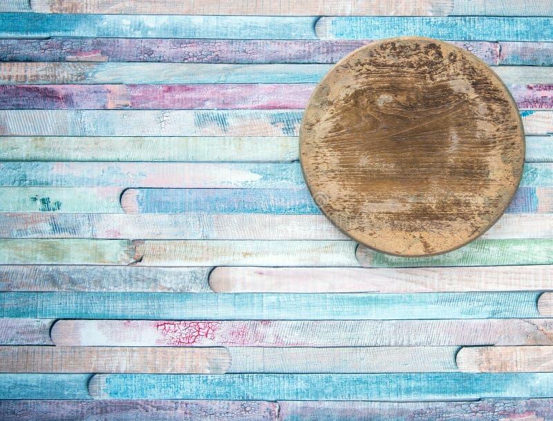 Gammal skärbräda för tom tappningrunda på begrepp för plankamatbakgrund Ð-¡ olored trägammal bakgrund, liten planka royaltyfri bild