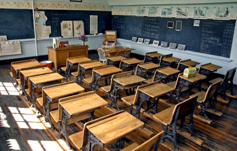gammal skola för klassrum royaltyfri bild