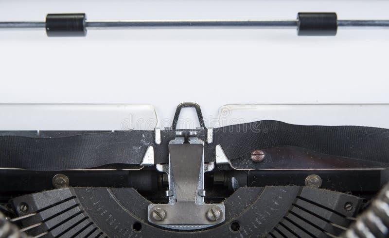 Gammal skrivmaskin från seventies med pappers- och kopieringsutrymme arkivbild