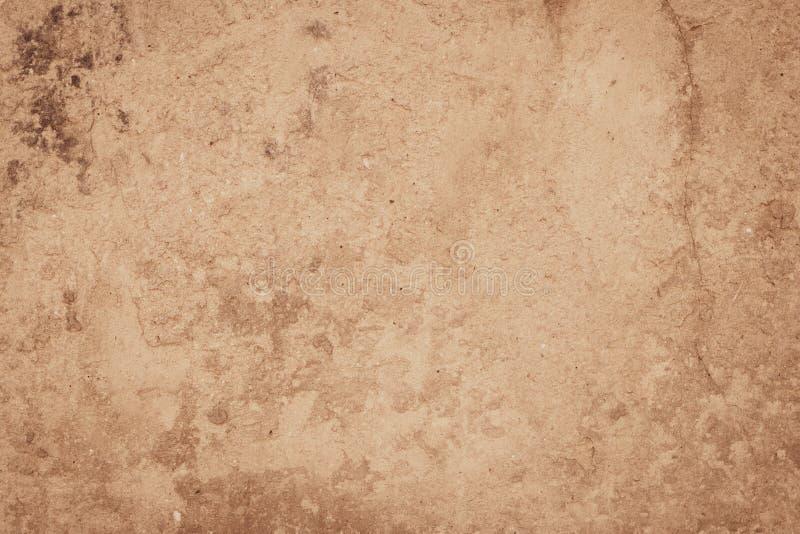 Gammal skrynklig smutsig pappers- textur Beige pappers- bakgrund för tappning Tappningkort med gult papyruspergament Texturerad m fotografering för bildbyråer