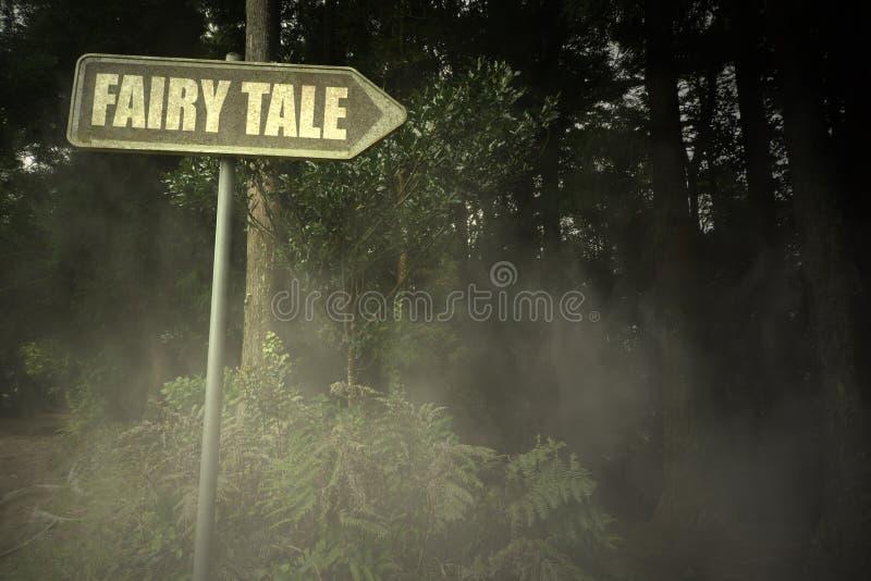 Gammal skylt med textsaga nära den illavarslande skogen arkivbild