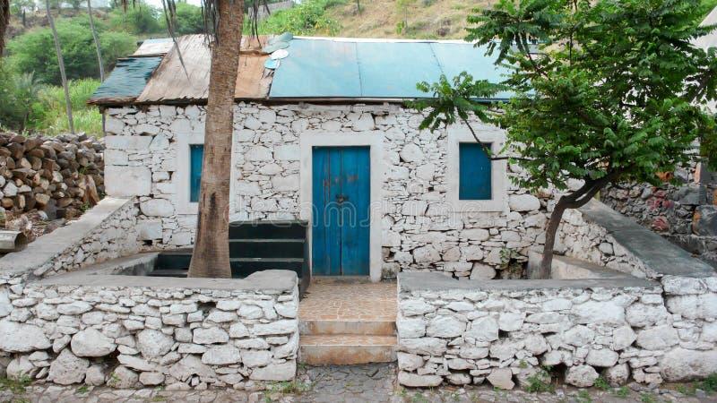 Gammal slav- kabin i Afrika royaltyfria bilder