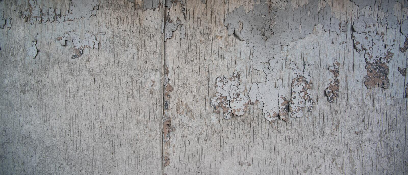 Gammal sliten träbakgrund är nära royaltyfria foton