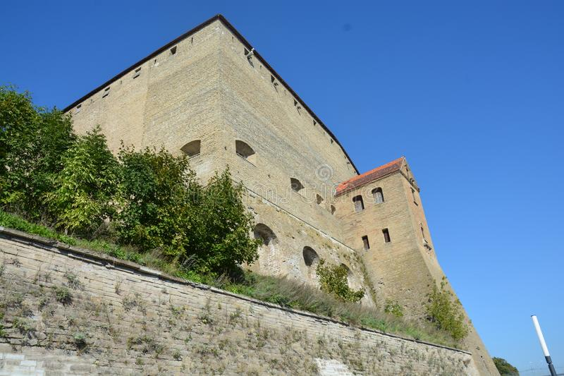 Gammal slott av Narva i September arkivfoton