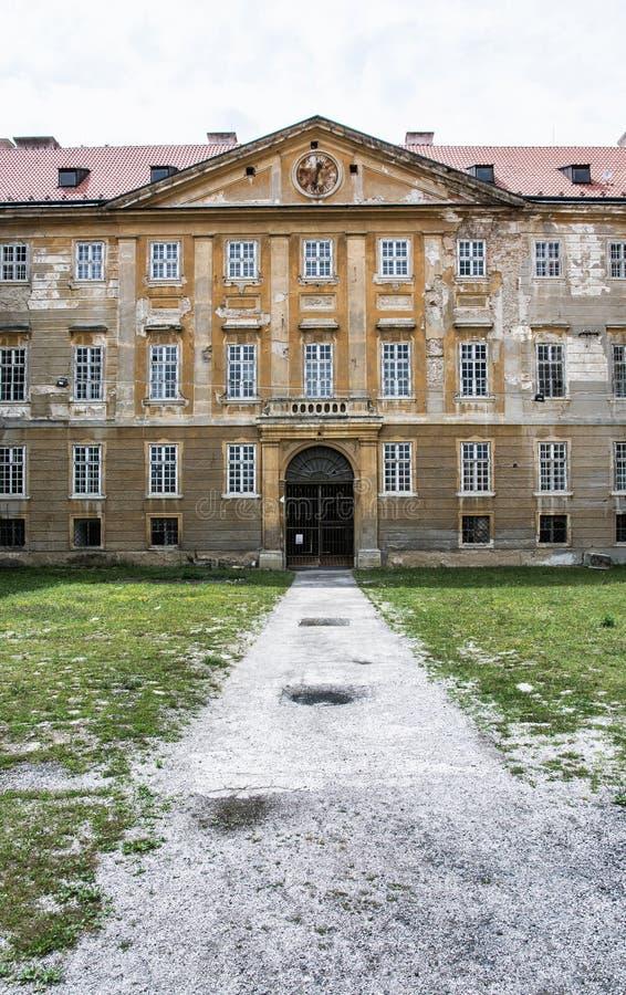 Gammal slott i Holic, Slovakien, kulturarv, vertikal compo arkivbilder