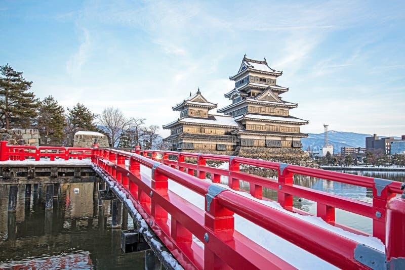 Gammal slott i Japan Matsumoto slott mot blå himmel i den Nagono staden, Japan arkivfoto